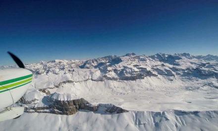 Flug über die schneebedeckte Glattalp